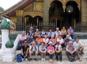 le groupe devant un temple à Luang Prabang au Laos
