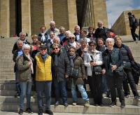 le groupe devant le mausolée d'ataturk