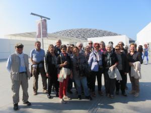 devant le Louvre d'Abu Dhabi